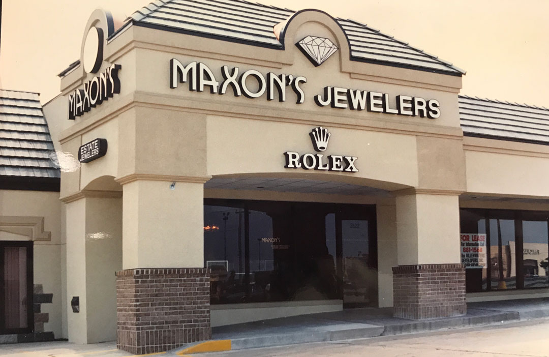 Maxon's at Brentwood Center