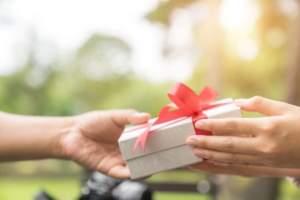 Maxon-Gift-Giving